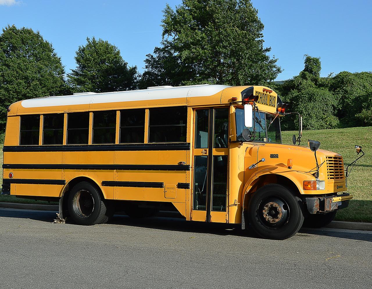 school-bus-2122395_1280