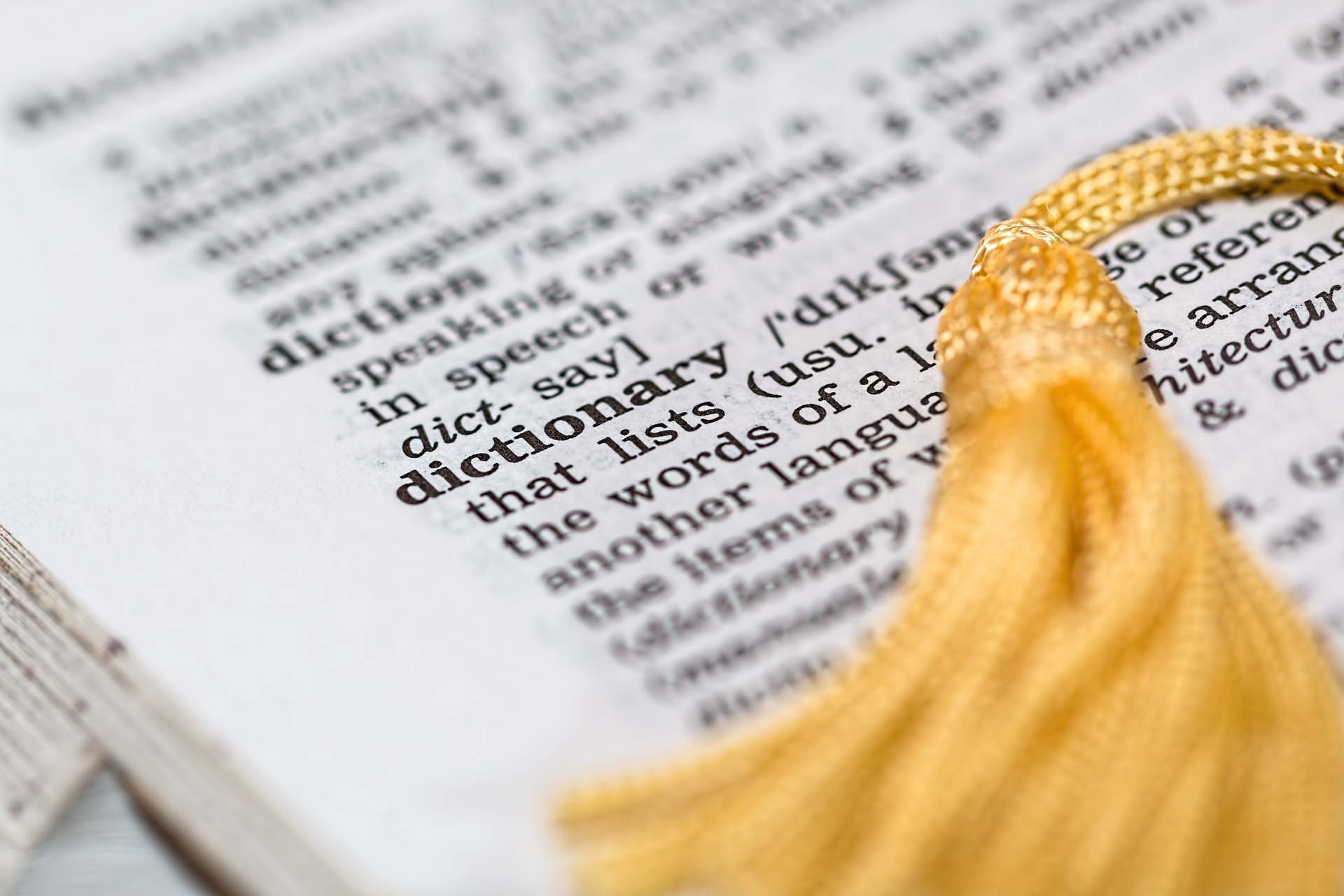 dictionary-1619740_1920